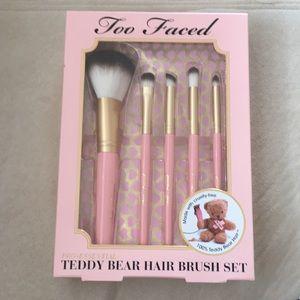 Too Faced Pro Essential Teddy Bear Hair Brush Set